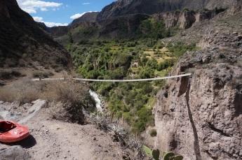 Cotahuasi - Portage in Aimana Gorge